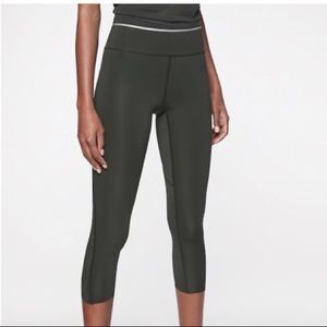 Athleta Sonic Reflective Dark Green Capri S